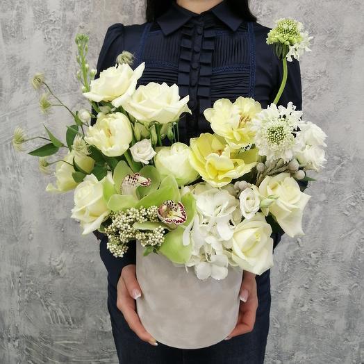 Шляпная коробка из Орхидей, роз, маттиолы: букеты цветов на заказ Flowwow