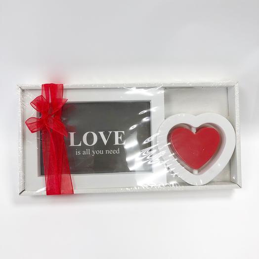 Рамка для фото «Любовь - это всё что тебе нужно»: букеты цветов на заказ Flowwow