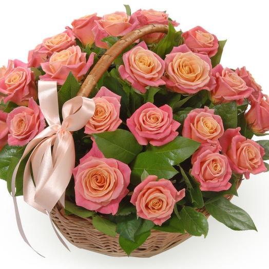 Корзина из 25 персиковых роз
