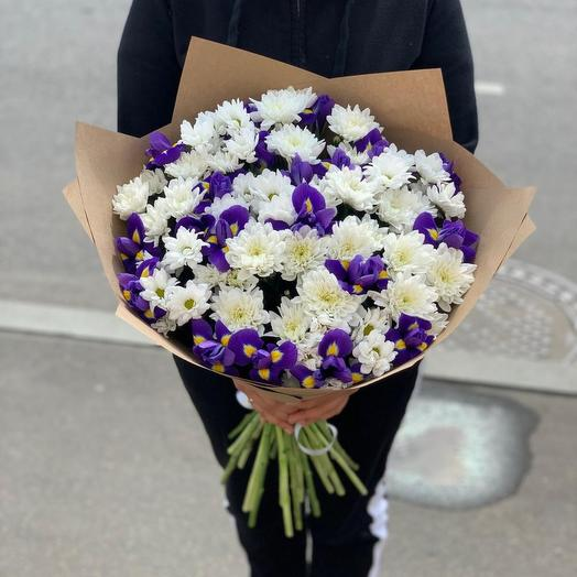 Bouquet of irises and chrysanthemums