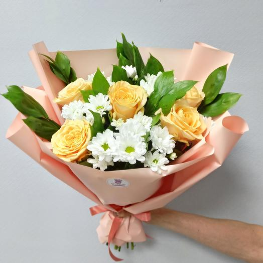 Bouquet of Chrysanthemums and Peach roses