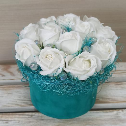 Белые розы из мыла  13 шт