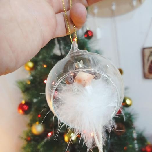 Фея в стеклянном шаре