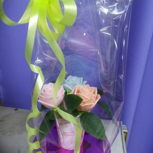 Букетик роз из мыла ручной работы