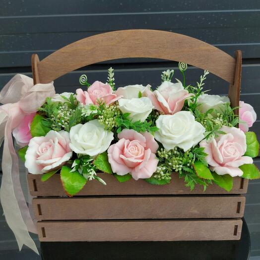 Ящик с розами