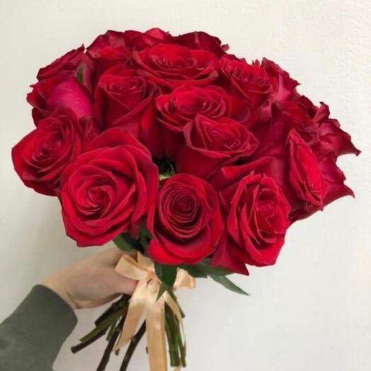 Красные розы 17 шт