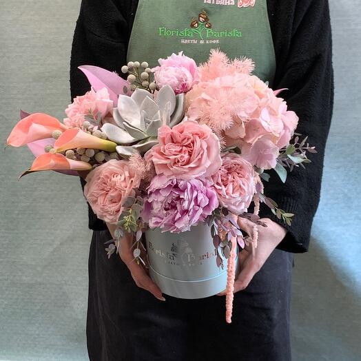Композиция  в шляпной  коробке с гортензией,розами
