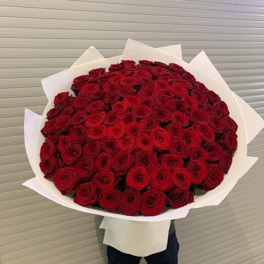 Букеты из 101 роза красных реднауме