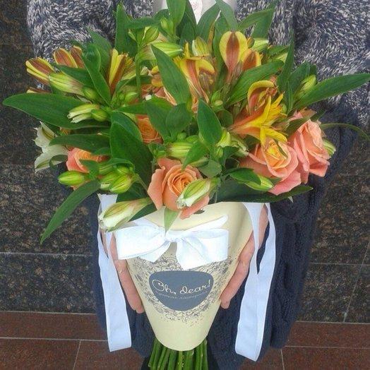 Розы и альстромерия в конверте: букеты цветов на заказ Flowwow