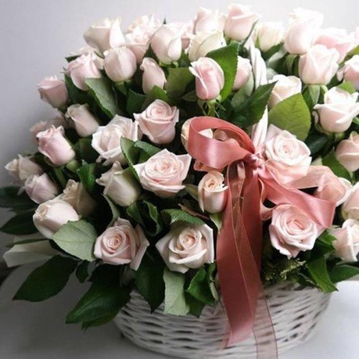 Корзина кремовых роз