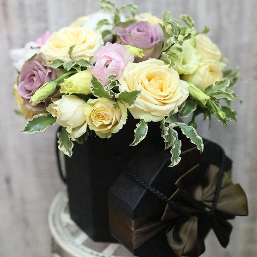 Шляпная коробка с розами Ошн Сонг: букеты цветов на заказ Flowwow