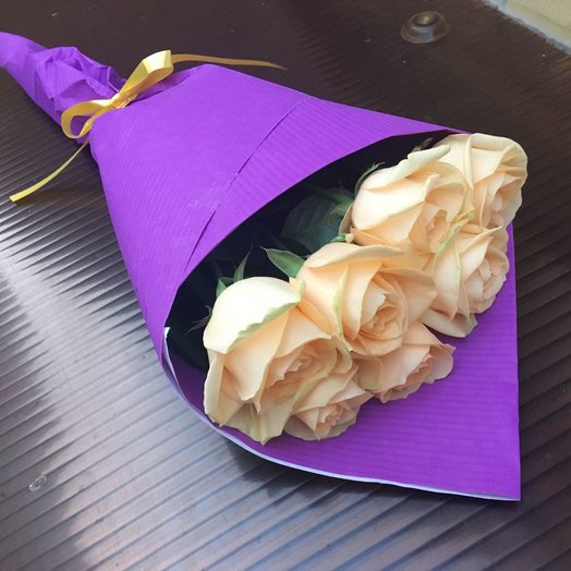 Монобукет 7 персиковых роз: букеты цветов на заказ Flowwow