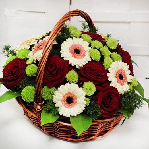 Корзина с розами и герберами: букеты цветов на заказ Flowwow
