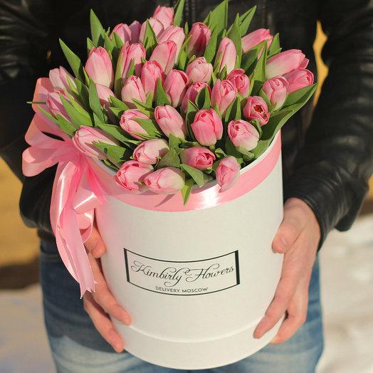 Розовые тюльпаны в белой коробке: букеты цветов на заказ Flowwow