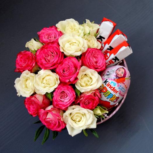 """Цветы и сладости в коробке """"Комплимент"""""""