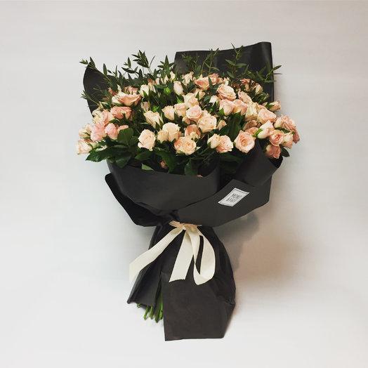 Охапка кремовых роз с эвкалиптом: букеты цветов на заказ Flowwow