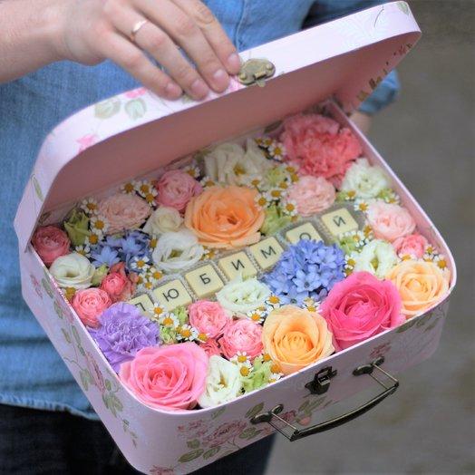 Для Любимой в чемоданчике: букеты цветов на заказ Flowwow