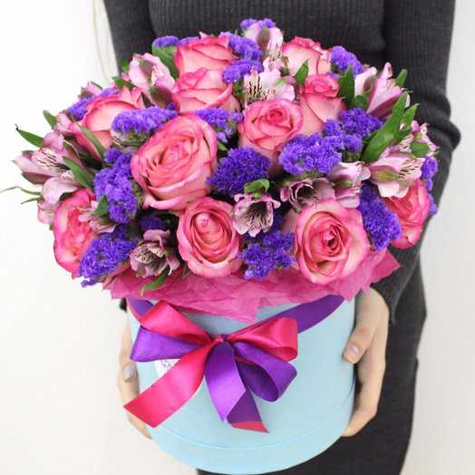 Роза в шляпной коробочке: букеты цветов на заказ Flowwow