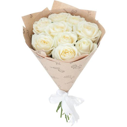 Букет из белой розы в крафт бумаге: букеты цветов на заказ Flowwow
