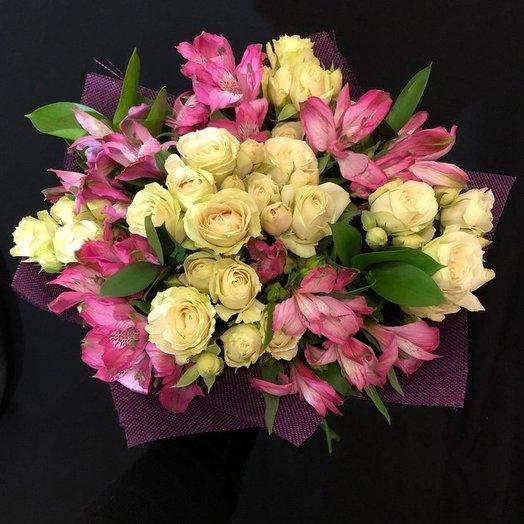 Букет с кустовыми розами и альстромериями: букеты цветов на заказ Flowwow