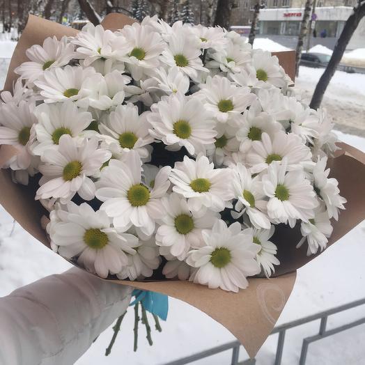 Букет из кустовых хризантем ромашкой Белый: букеты цветов на заказ Flowwow