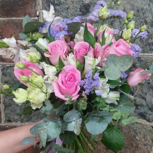 Букет из роз, эустомы, альстромерии