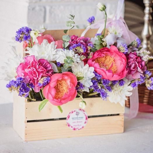 Ящичек с пионами «Милая Ко-Ко»: букеты цветов на заказ Flowwow