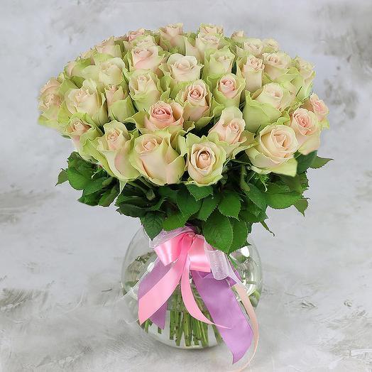 Букет из 51 зелено-розовой розы