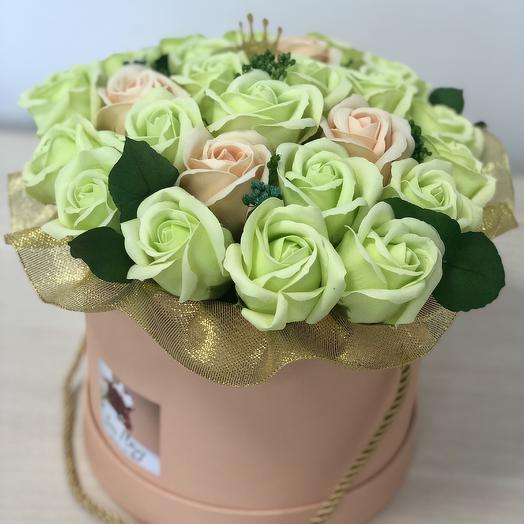 Букет из мыльных роз фисташкового цвета: букеты цветов на заказ Flowwow
