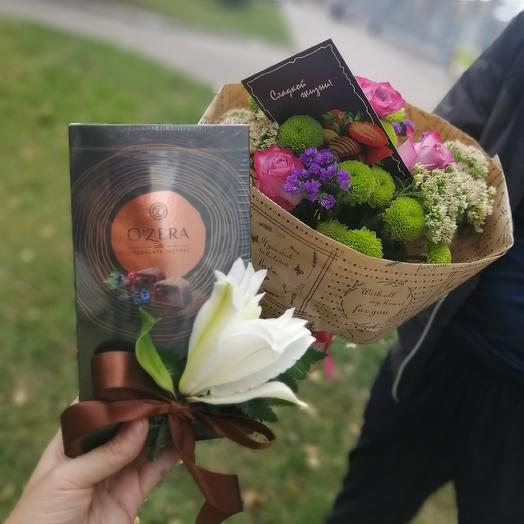 Букет и коробка с трюфелем: букеты цветов на заказ Flowwow