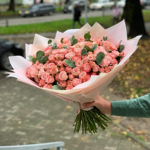 55 Пионовидных кустовых с Эвкалиптом: букеты цветов на заказ Flowwow