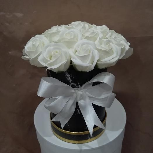 Коробка из 21 мыльной розы: букеты цветов на заказ Flowwow