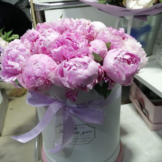 Пионы Сара Бернар в шляпной коробке 29 Шт: букеты цветов на заказ Flowwow