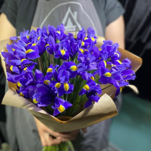 "Яркий букет из 17 ирисов ""Весна»"