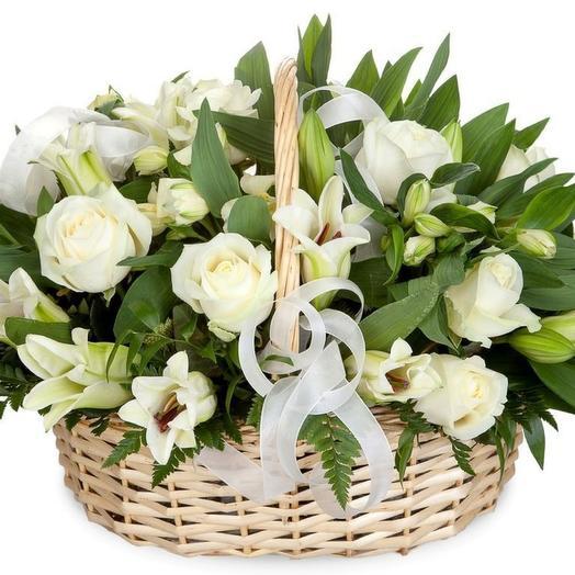 Корзина из лилий,роз и альстромерии: букеты цветов на заказ Flowwow