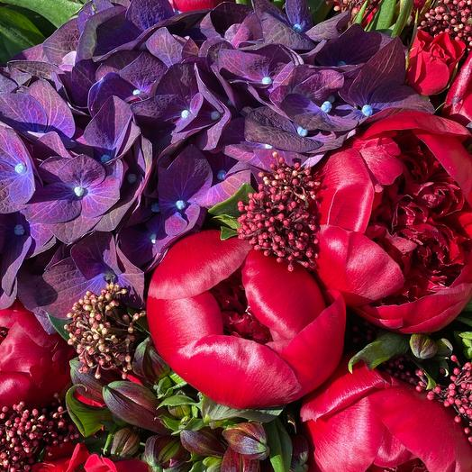 Яркий красно-сиреневый букет: букеты цветов на заказ Flowwow