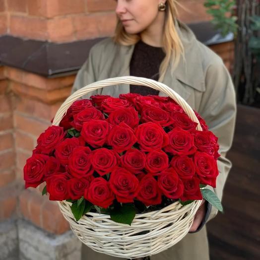 Корзина с красной розой
