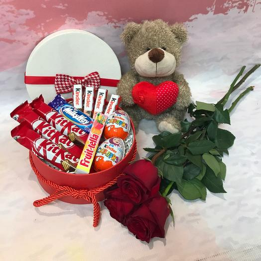 Gift set with a toy and flowers