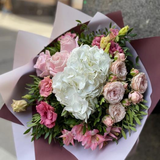 Роскошный розовый букет