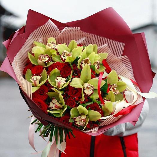 Букет с орхидеей и красной розой