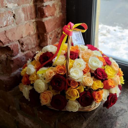 """Корзина со 101 разноцветной розой """"Мозаика"""""""
