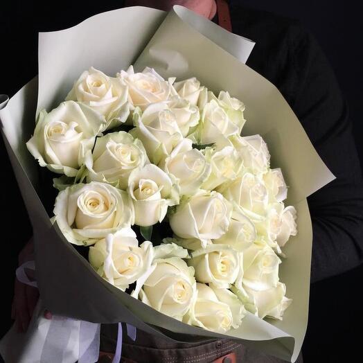 25 нежных белых роз Аваланж