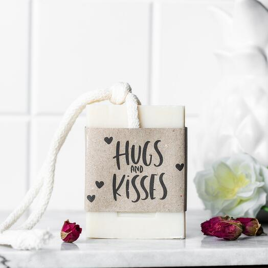 Мыло ручной работы из козьего молока с ароматом клюквы и розы