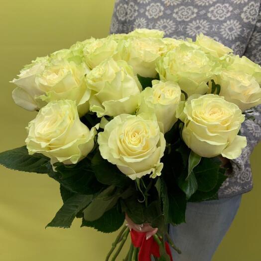 Букет из 15 элитных белых роз