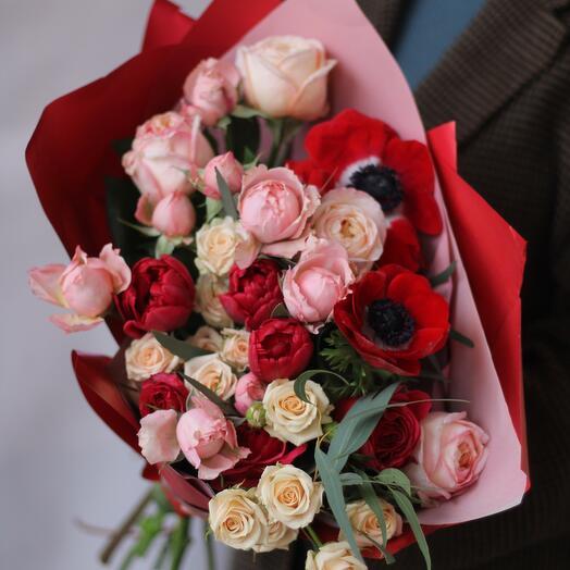 Букет с пионовидными розами и анемонами