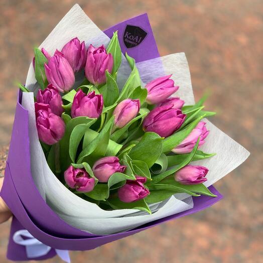 Моно из 19 фиолетовых тюльпанов