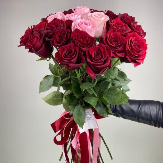 Букет з 25 троянд 80 см в стрічці