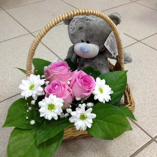 Корзина с розами и мишкой