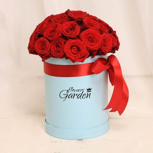 29 красных роз в голубой шляпной коробке: букеты цветов на заказ Flowwow