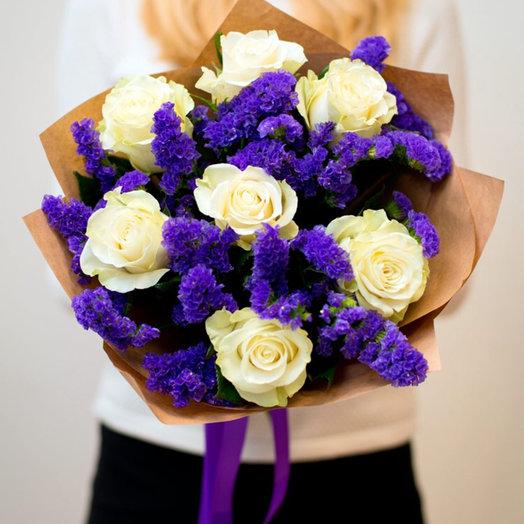 Букет белых роз и статицы: букеты цветов на заказ Flowwow